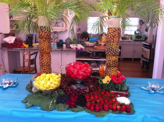 Pineapple Palm Trees Fruit Table